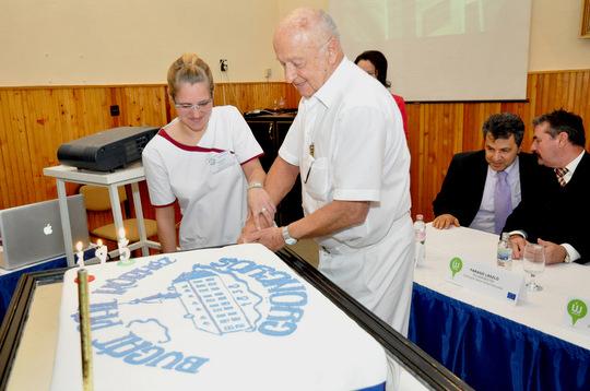 A képen a kitüntetett dr. Gulyás Zoltán