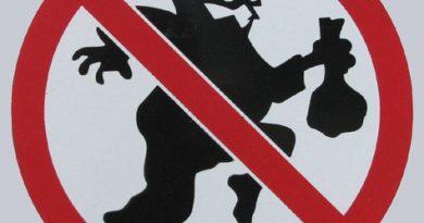 Babakocsit lopott két egri fiatal egy társasház folyosójáról